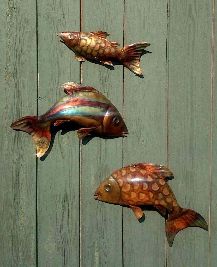three fish sculpture