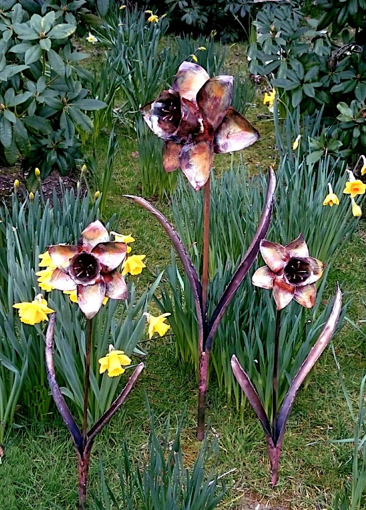 daffodil sculpture